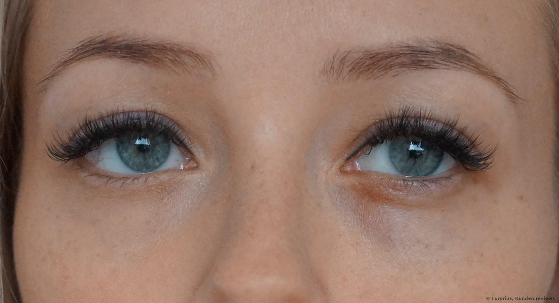 Ein Augenring ist abgedeckt :)