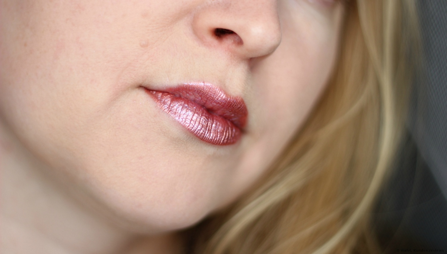 Get Your Glitter On! Lip Topper Lipgloss Essence # 03 violet passion