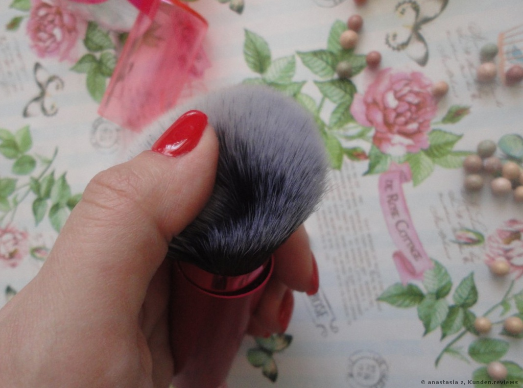 Real Techniques Gesichtspinsel Retractable Kabuki Brush