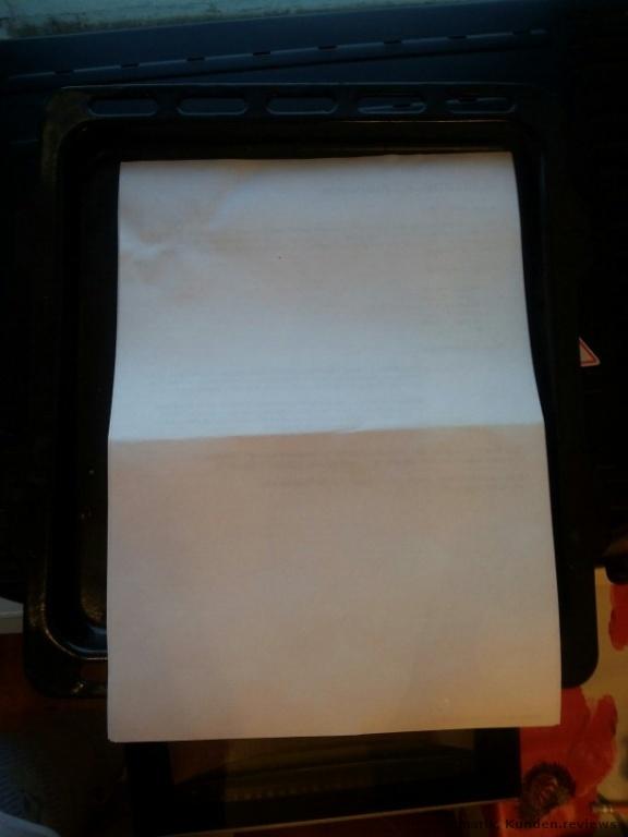 Die Maße vom Backblech im Vergleich zu einem A4 Blatt