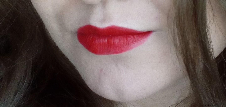 nach 4 Stunden Sleek Lippenstift Matte Me Rioja Red