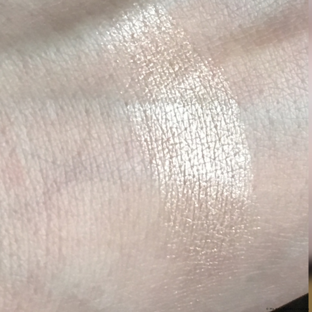 Chanel Poudre Lumiere Highlighter # 10 Ivory Gold