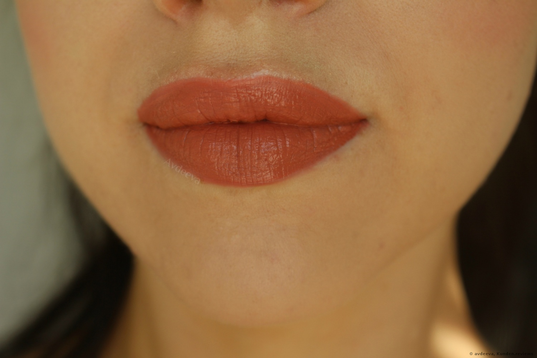 HUDA BEAUTY Liquid Matte Lipstick - Bombshell