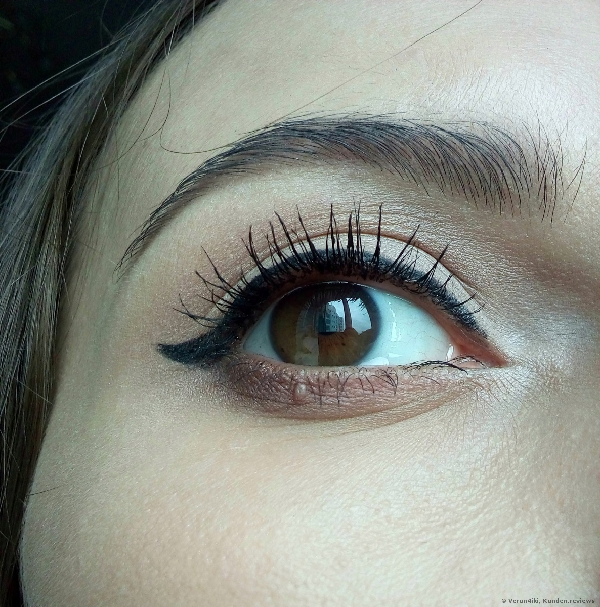 Essence instant volume boost mascara smudge-proof and intense black Foto