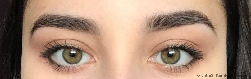 mit Augenbrauenstift