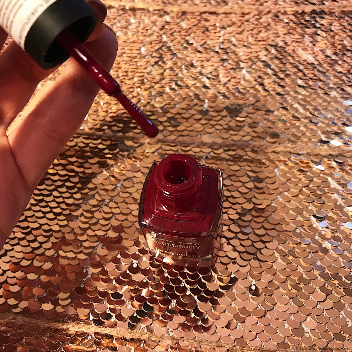 Glossfinity Nagellack von Max Factor - 155 burgundy crash